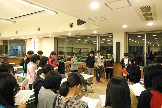 今年もキャロリングの練習が始まりました!綺麗な歌声を友愛館中に響かせています!