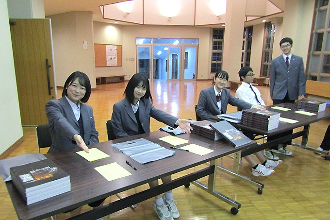 初めて開催したナイト入試説明会で労作をしてくれました!
